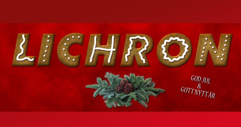 Bild text Lichron i pepparkaka samt med en kvist från gran med kottar på samt texten God Jul & Gott nytt år